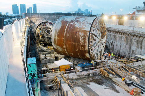 Herrenknecht has supplied machines for more than 50 large-diameter tunnel projects for modern infrastructures in the USA and Canada, including an EPB Shield with a diameter of 12.86 meters for the Port of Miami Tunnel.