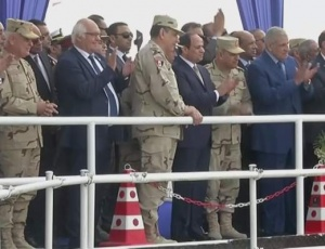 Egypt's President H.E. Abdel Fattah al-Sisi and Dr.-Ing. E.h. Martin Herrenknecht, Chairman of the Board of Management of Herrenknecht AG, were personally present at the final TBM breakthrough of the Mixshield S-960 at Ismailia. H.E. President al-Sisi emphasized that the project was crucial to Egypt's future.
