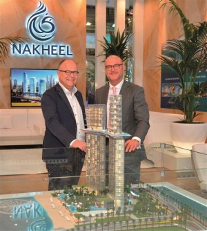 At the beginning of October, the first contracts for the new Palm360 project on Palm Jumeirah were awarded by the developer Nakheel during the Expo Real trade show in Munich. On the picture: Thorsten Ries (right), Managing Director, Nakheel Hospitality and Leisure, and Frank Haehnig, Managing Director at Bauer Spezialtiefbau GmbH. Photo: © Nakheel